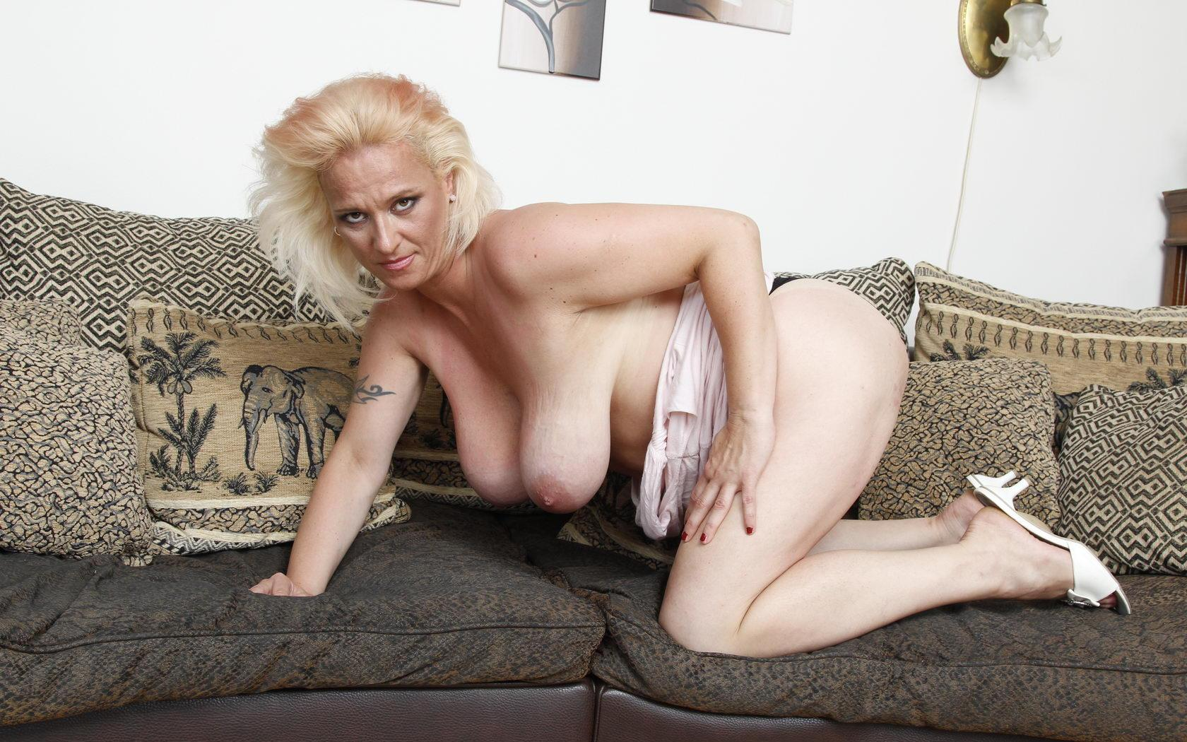 Lisa a golden granny showing her 60 years old saggy tits and tight body