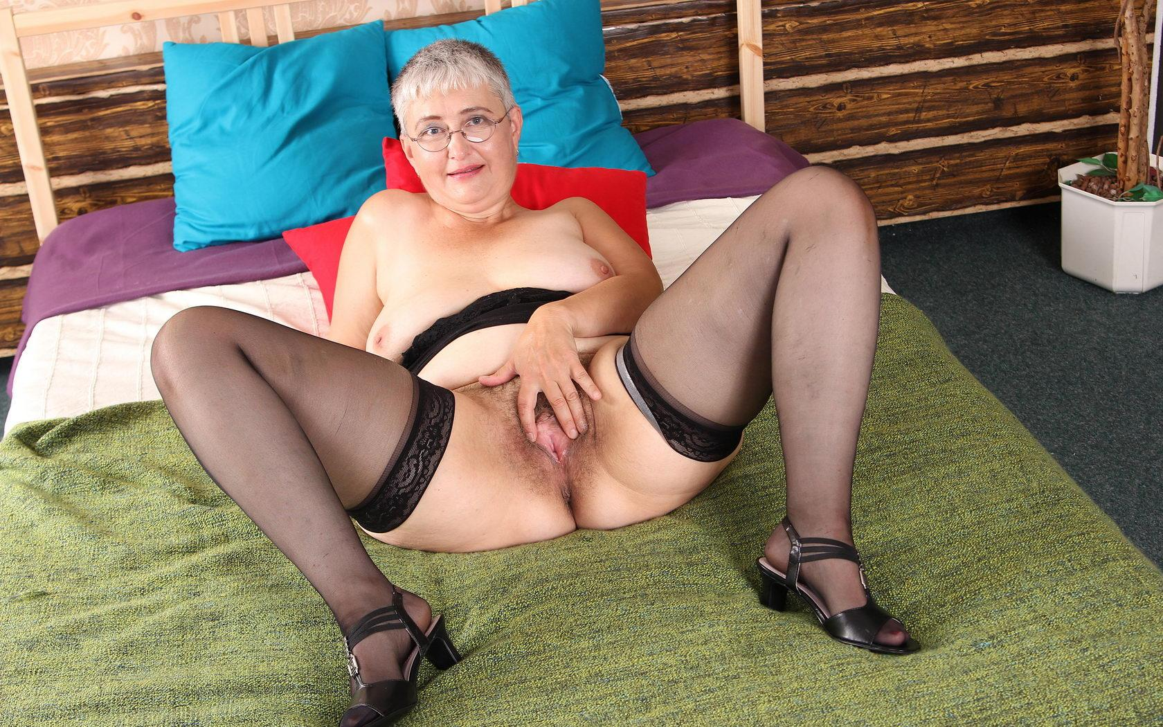 Krista a golden granny invites everybody to unload in her 70 years old pussy