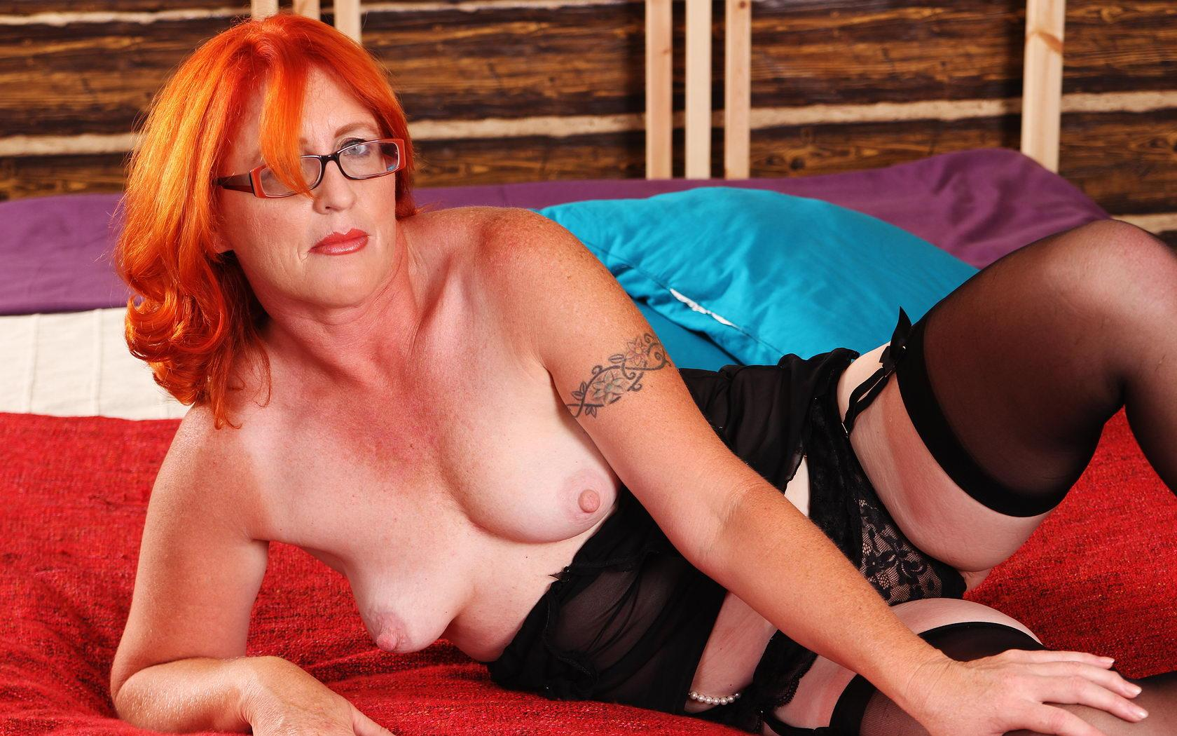 Ashleigh a granny mom a sleazy redhead granny offering her pink