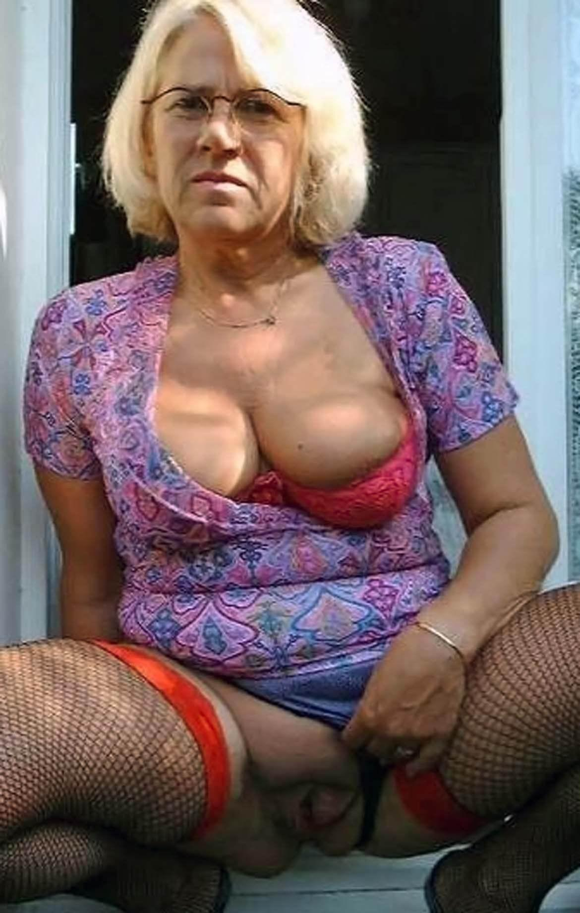 Elizabeth ,a  granny widdow who Is addicted to take it  on with multiple cumshots all over her face