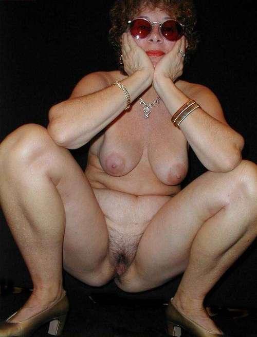 Kali a divorced granny has a wonderful mature body