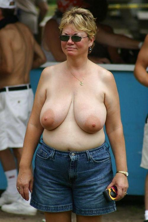 Carol ,a  lustfull granny who has a strong passion to do relaxed analsex