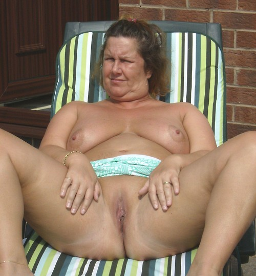Haley a lustfull granny has a huge cunt