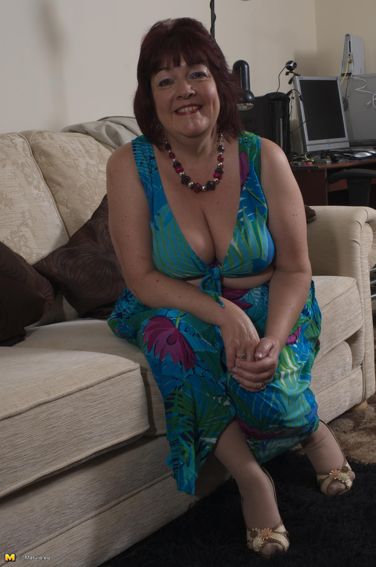 Brittney ,a  wet granny who likes to practise very soft finger sex