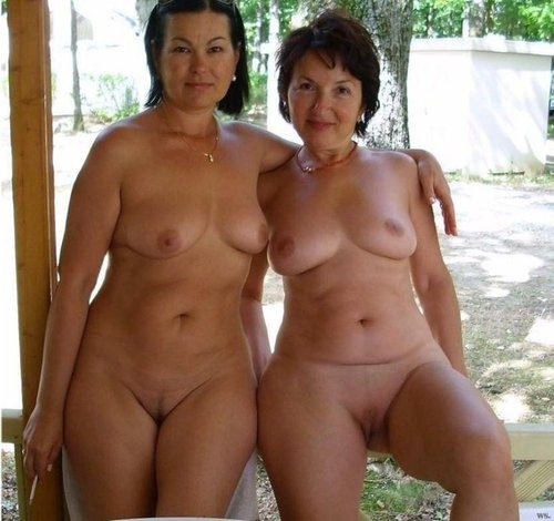 Desiree a granny mom caught doing some hot amateur fotos