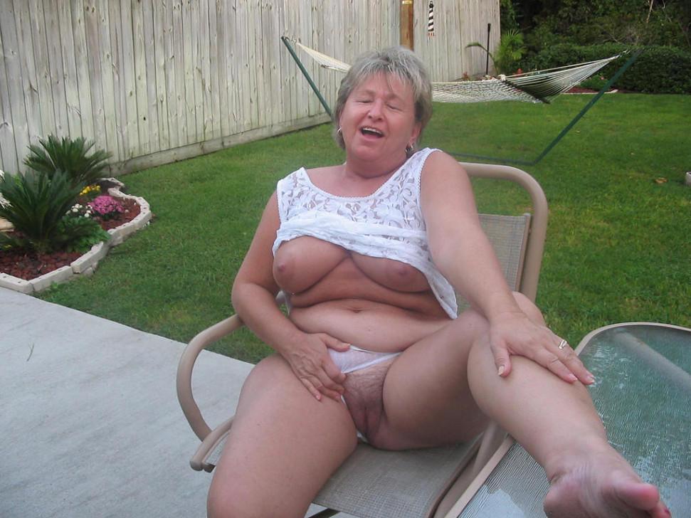Yesenia ,a  anal addicted granny who enjoys to practise very hard oralsex