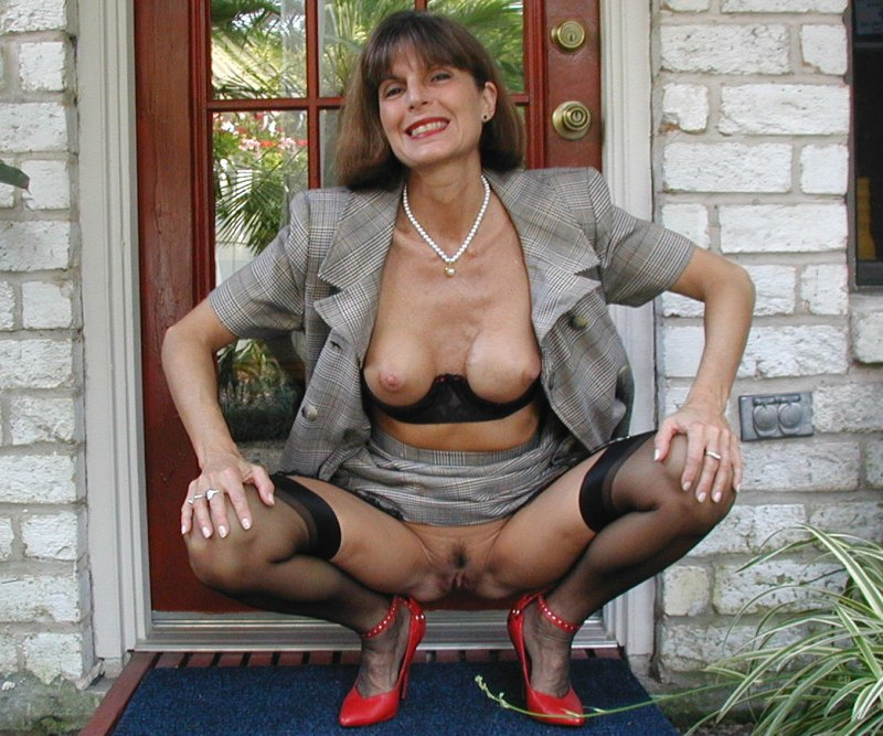 Annie ,a  beautyful granny who Is addicted to have romantic granny orgasms