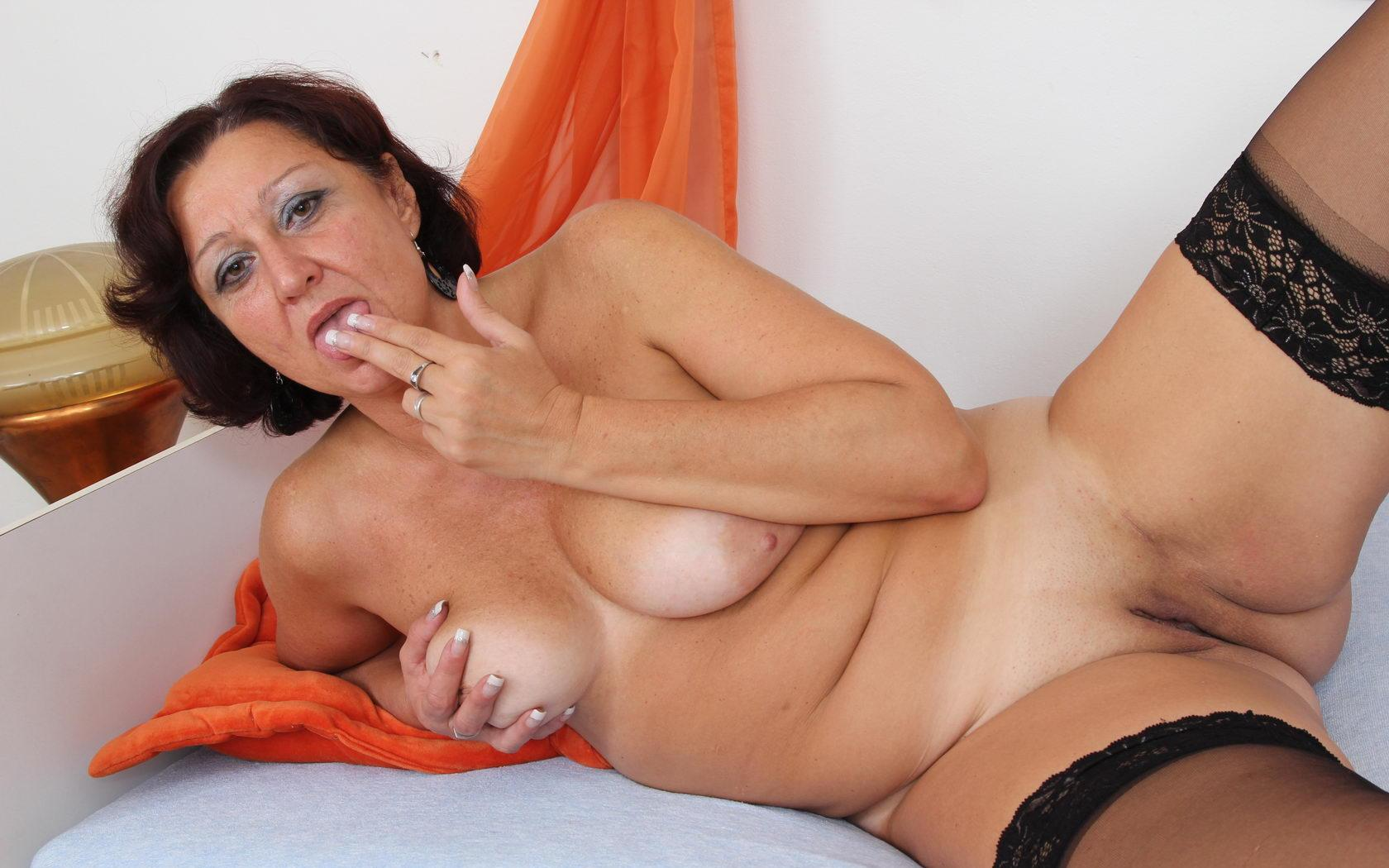 Nadia ,a  anal addicted granny who Is addicted to have undisturbed tittyfuck