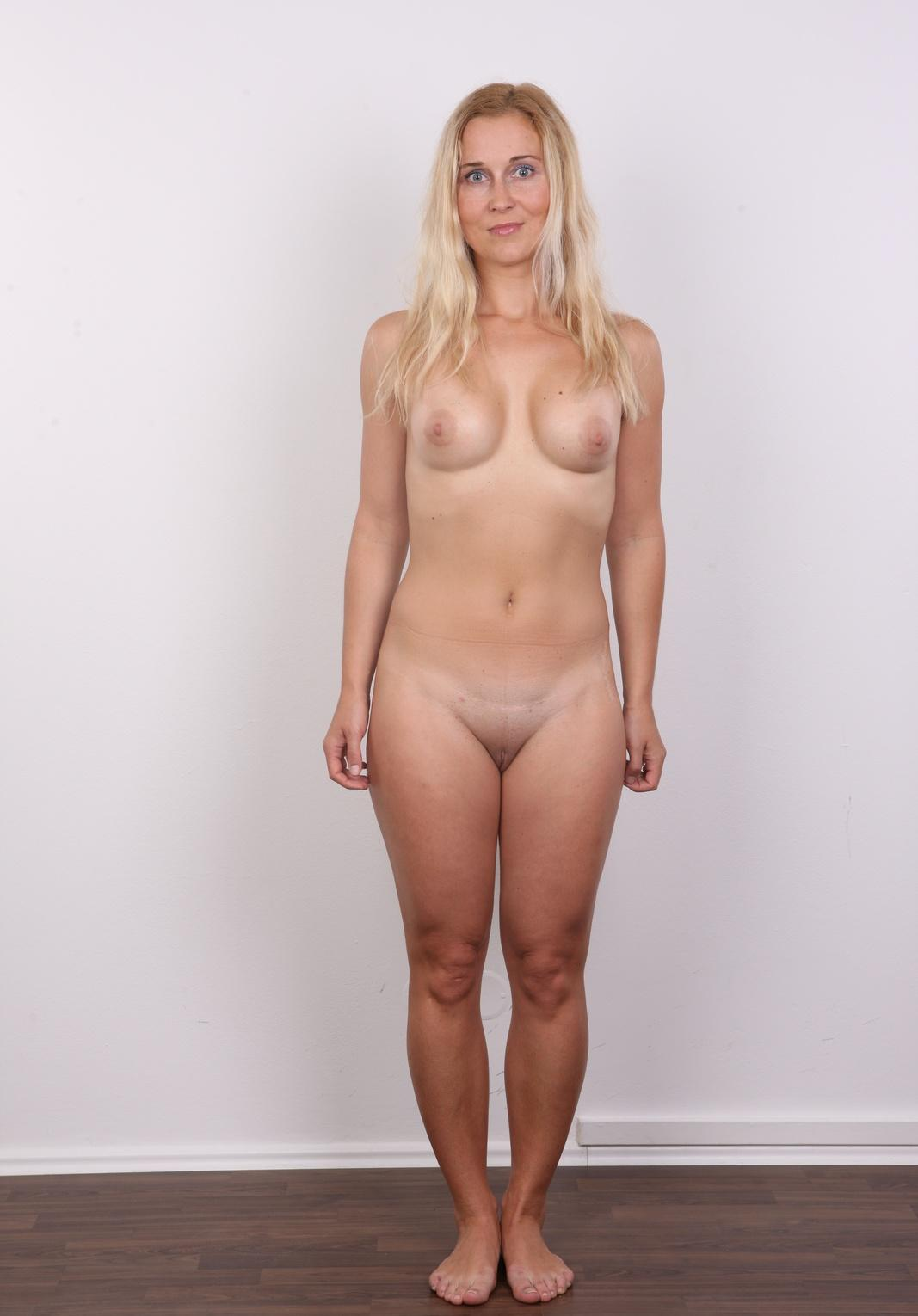 Kennedy ,a  lustfull granny who can hardly reject to practise admiring oralsex