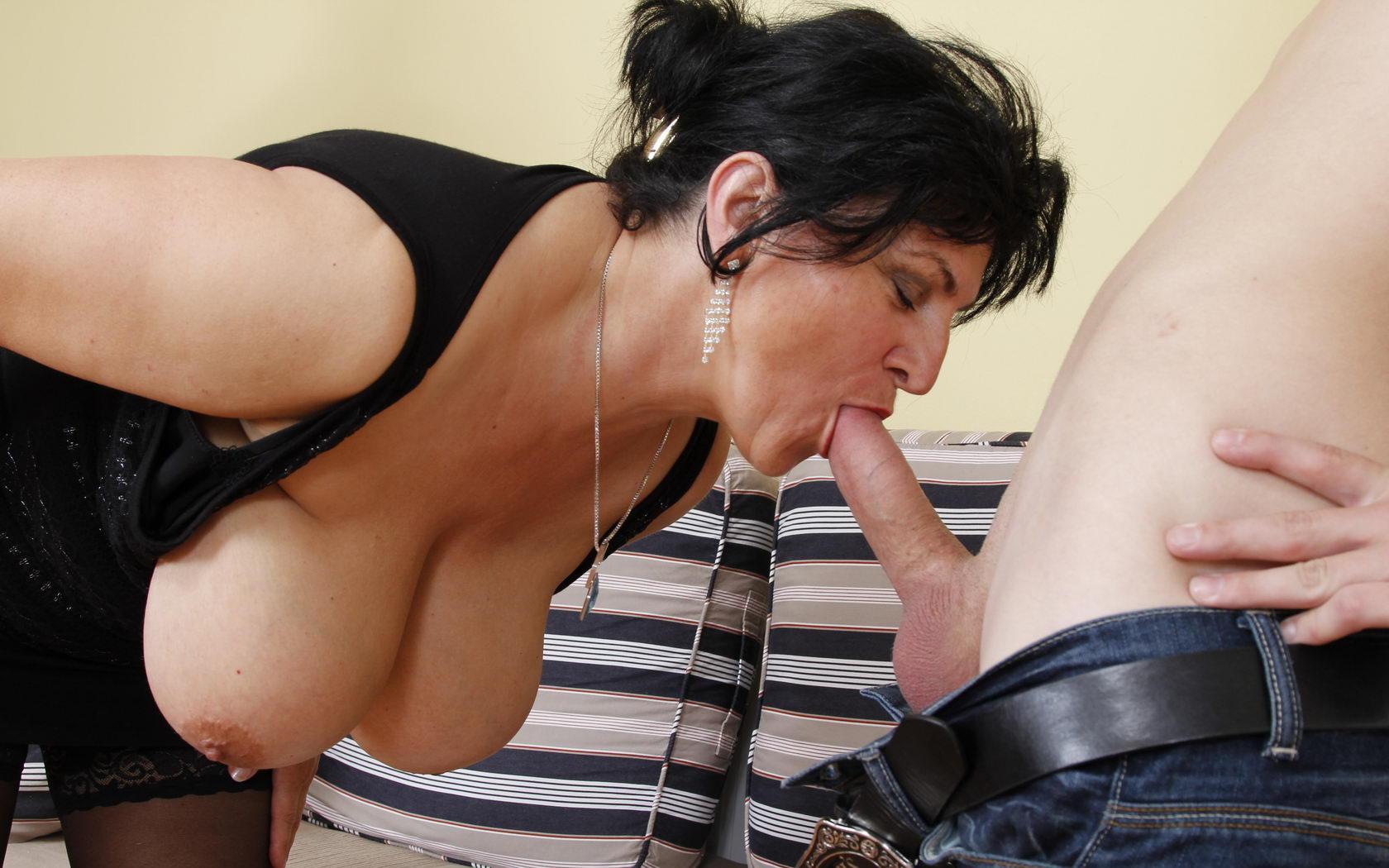 Maya ,a  seductive granny who is not shy to give admiring handjob