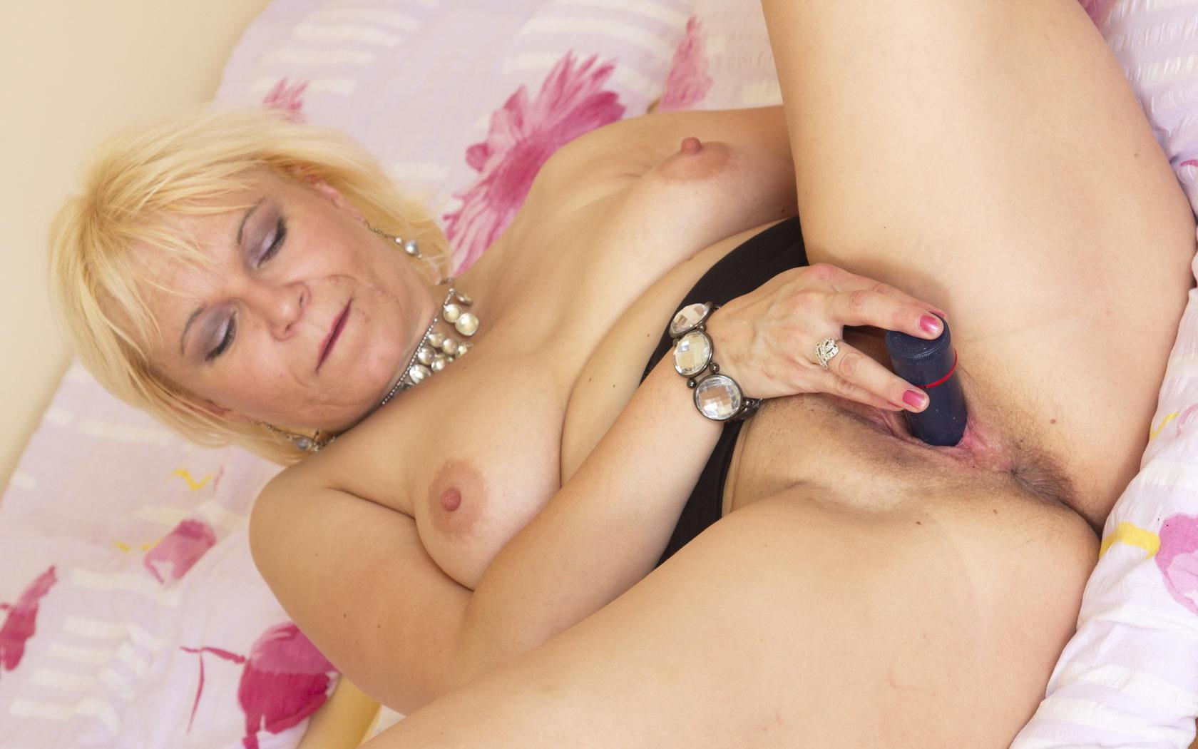 Allyson ,a  horny granny who has a strong passion to give passionate handjob