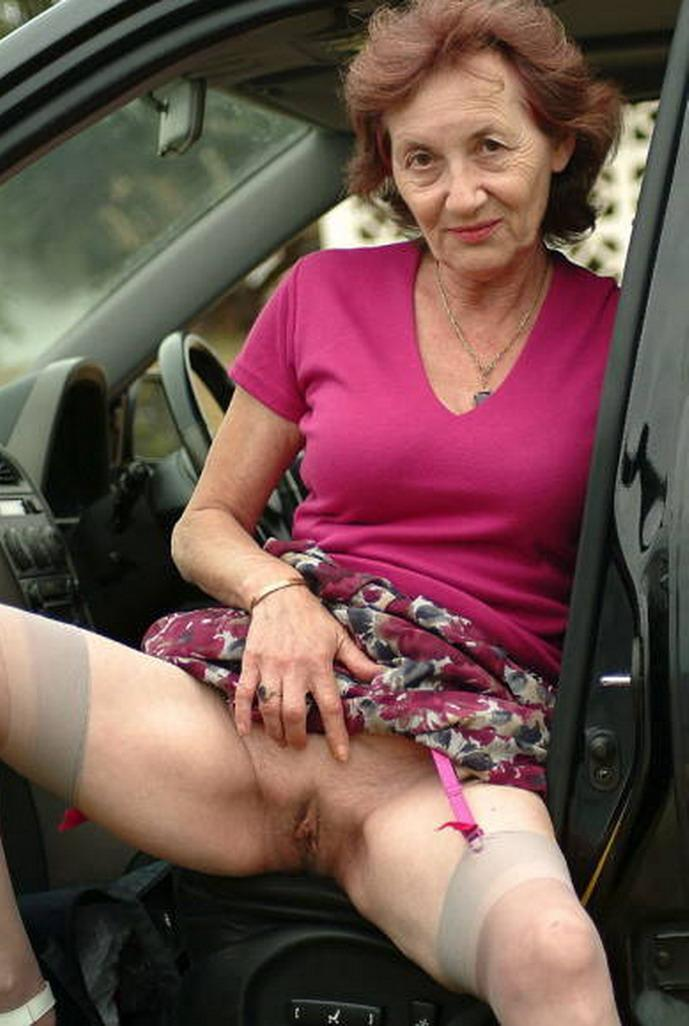 Genesis a anal addicted granny shows her old pussy to the public