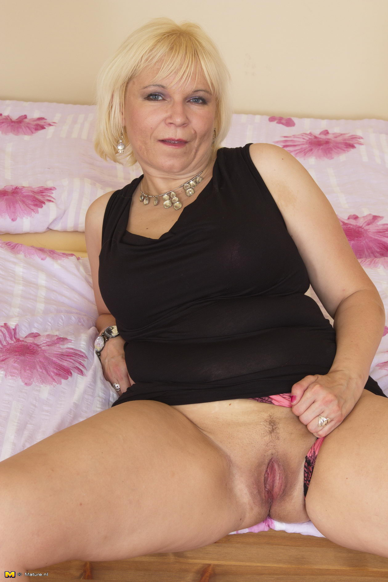 Jenny ,a  beautyful granny who thinks all the day about to give undisturbed blowjob