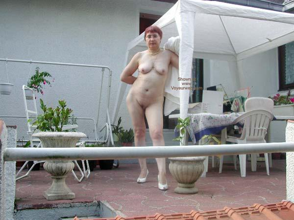 Kristen a divorced granny spreading her old pussy in the public