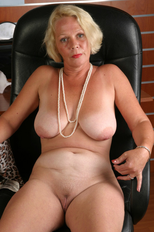 porno granny widdow likes to give Anilingus