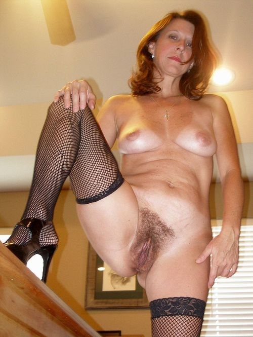 ultra hot beautyful granny likes to take it deep in her slit