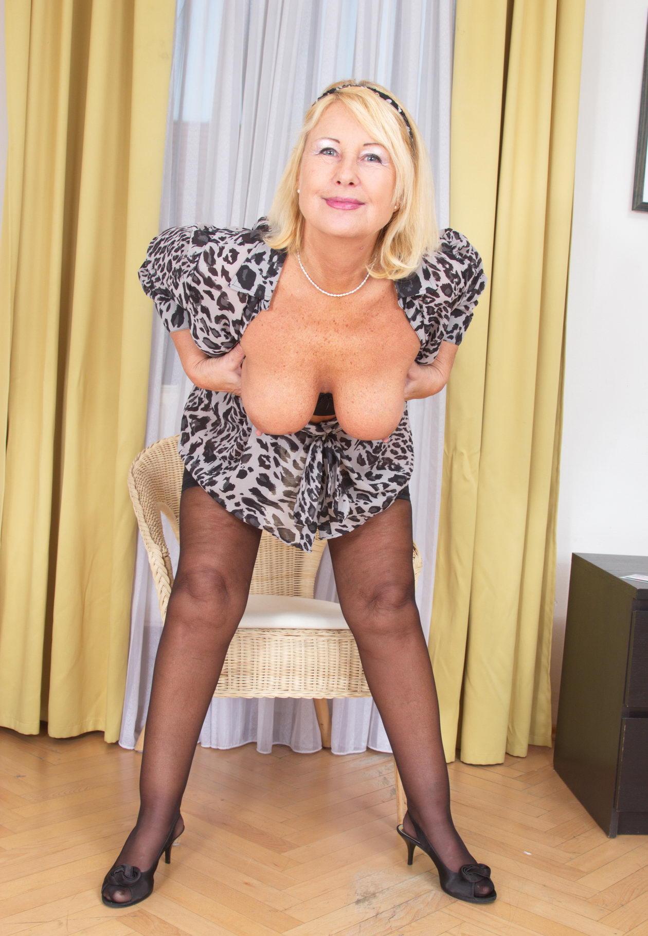 fetching seductive granny likes to do hard fisting