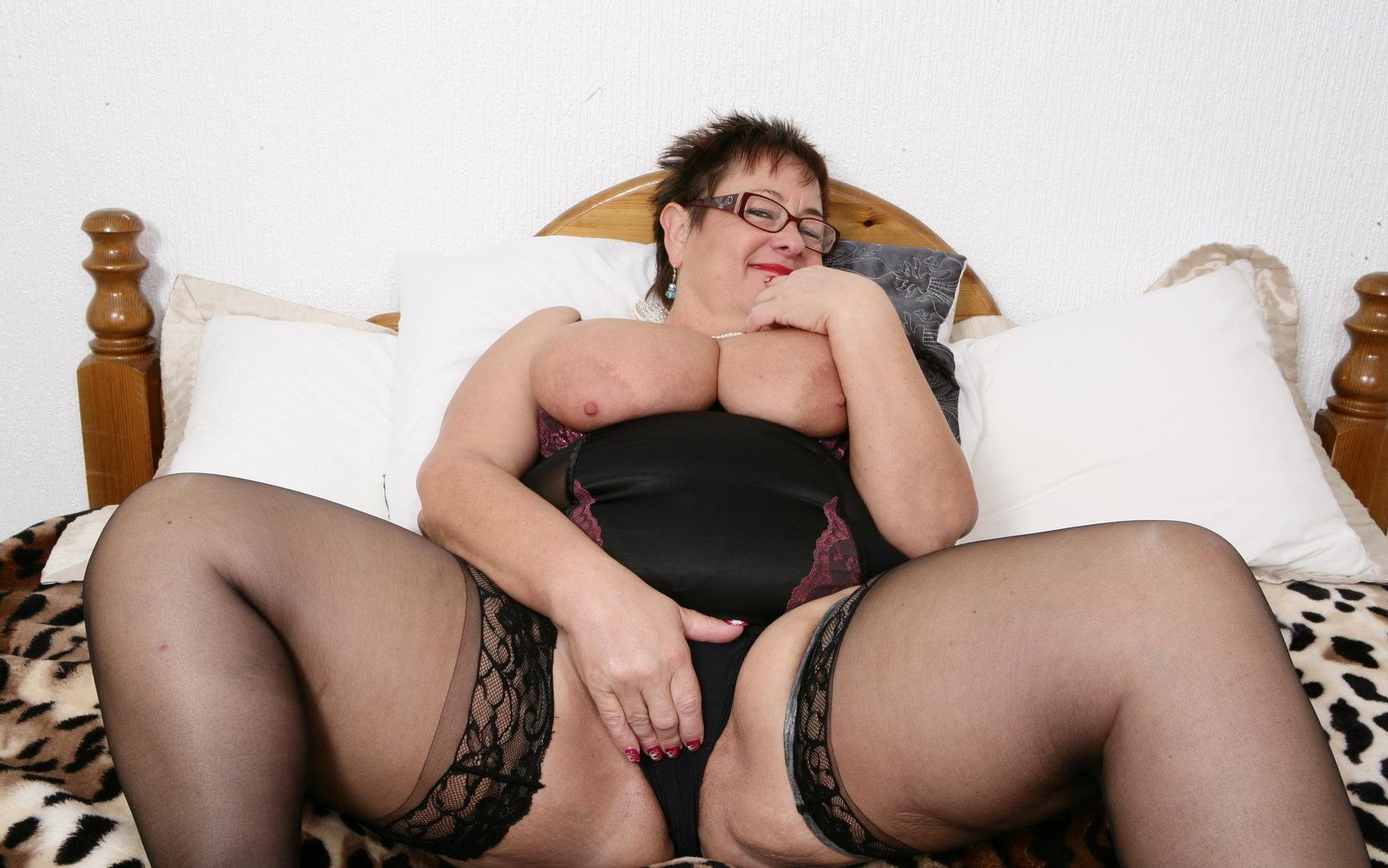 handsome grandmother i love to fuck likes to have hardcore sex