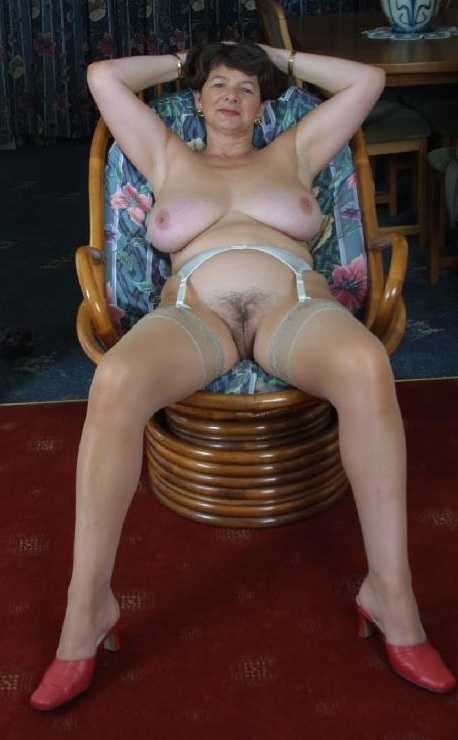 appealing divorced granny likes to practise passive analsex