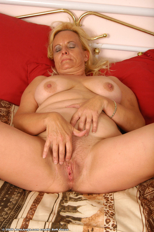 tainted granny likes to take it inside her cunt