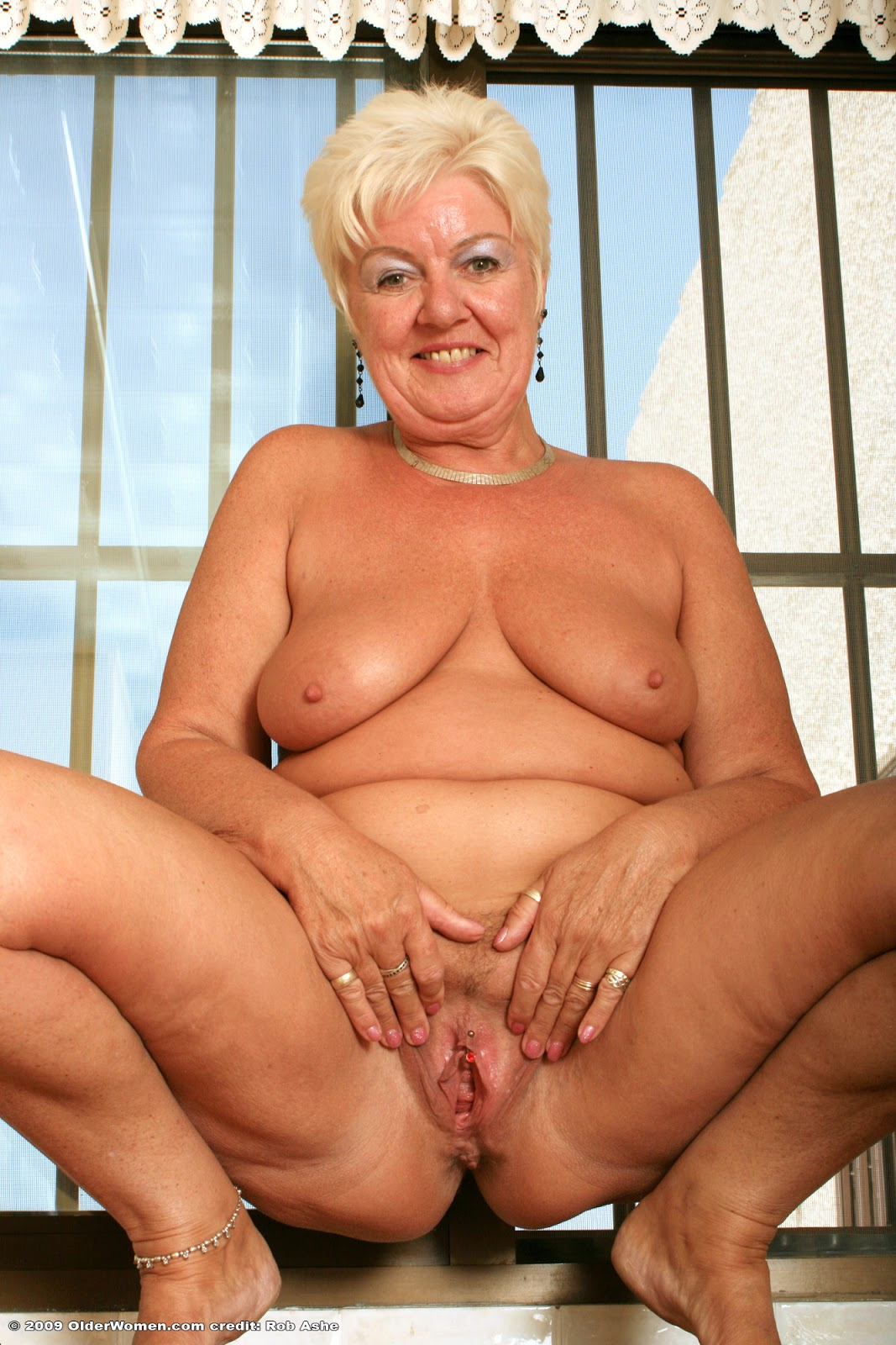 Kelsey a 67 old fuckable BBW GRANNY spreading her huge ole pink