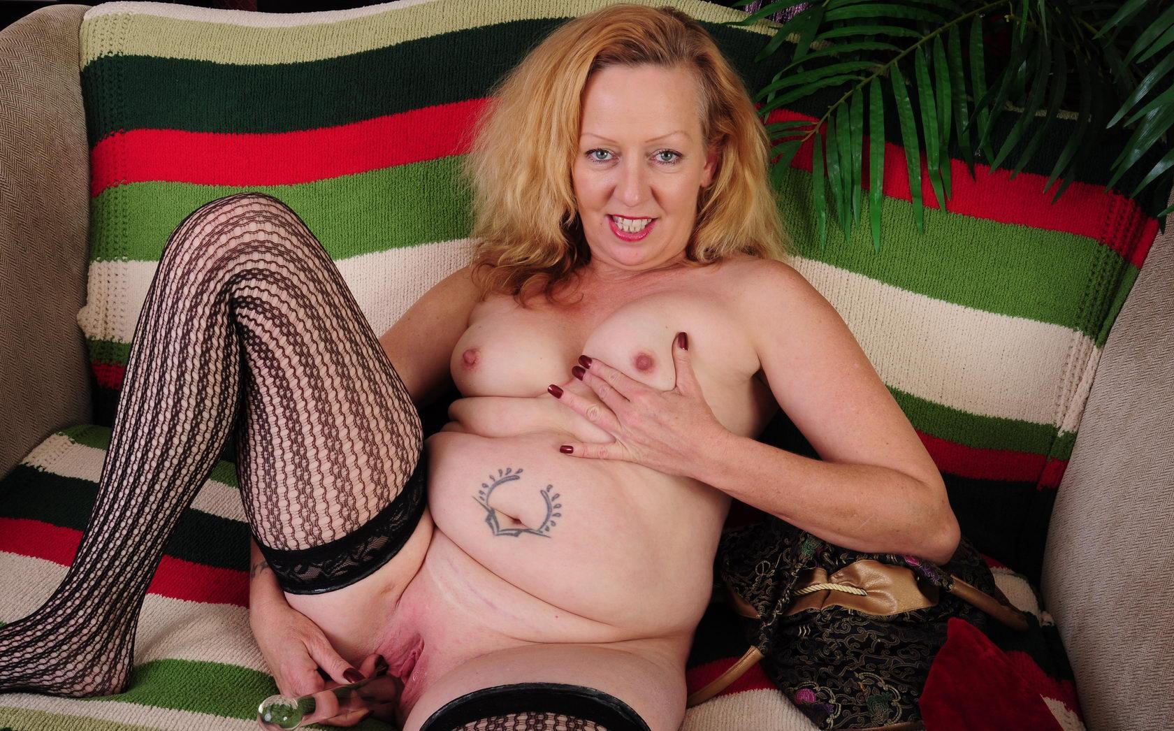 Macy a 61 old charming HOMEMADE GRANNY a hot american granny hottie masturbating here
