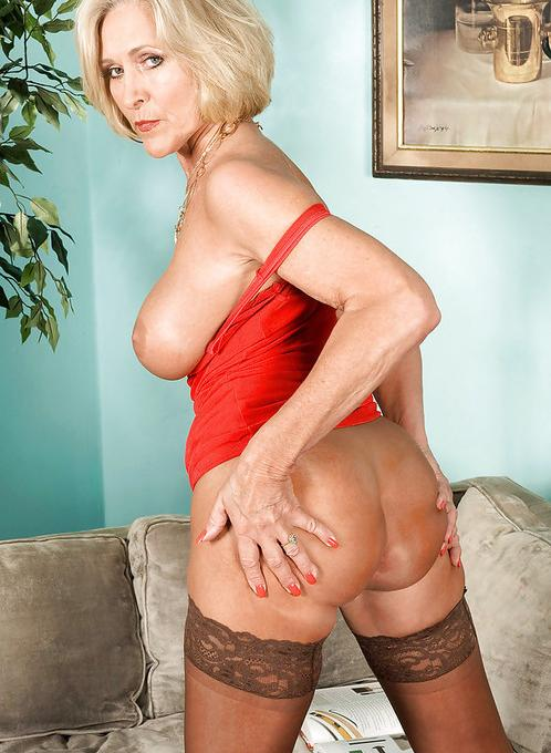 Tania a 63 old amiable FLASHING GRANNY doing a strip in sexy holdups