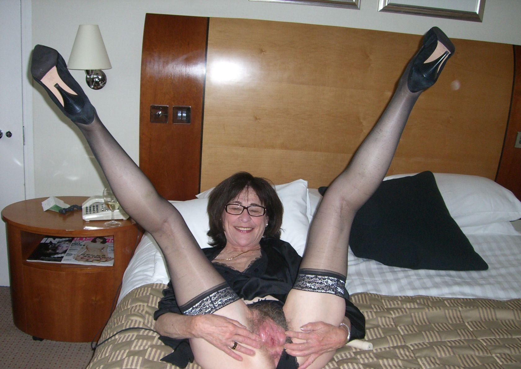 Elisa a 62 old friendly FLASHING GRANNY wants to get creampied now