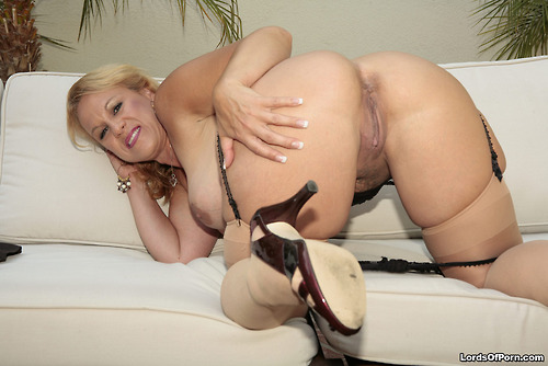 Alana a 66 old sweet ANAL GRANNY likes hard anal sex with black guys