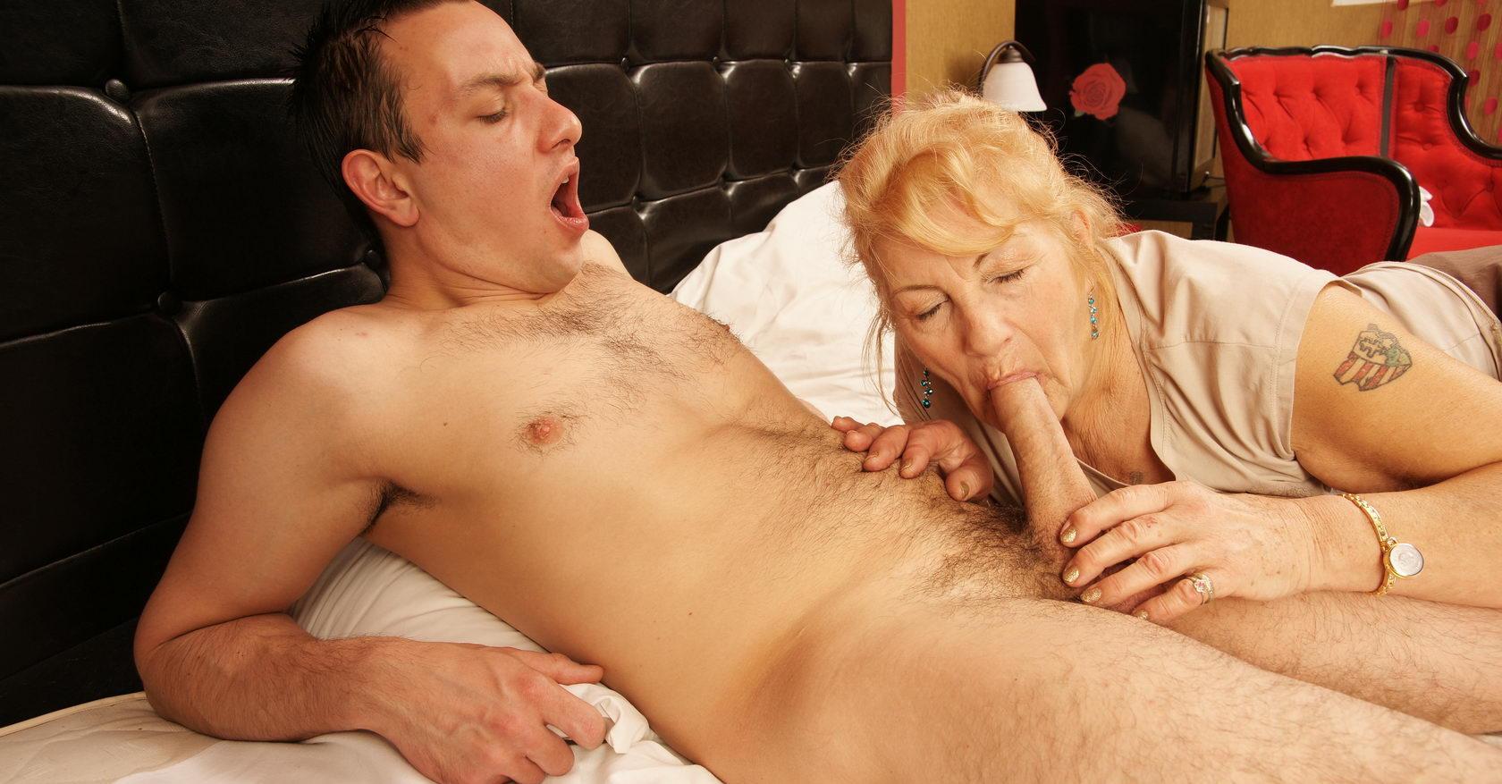 Mature Saggy Tits Blowjob