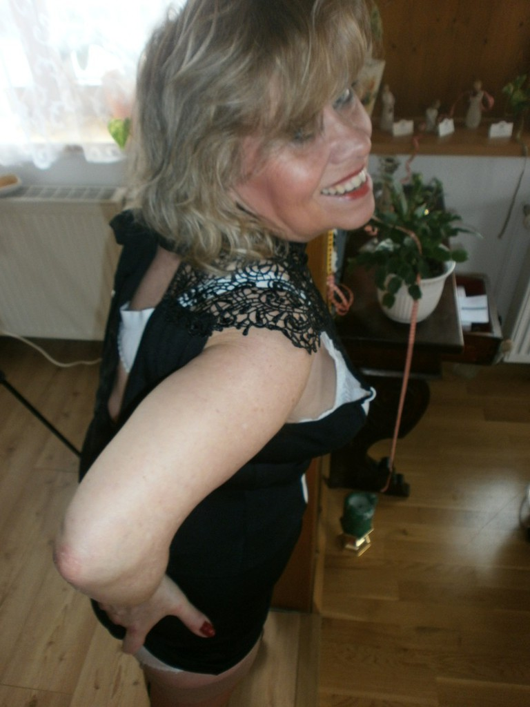 kinky old german mature in nylons