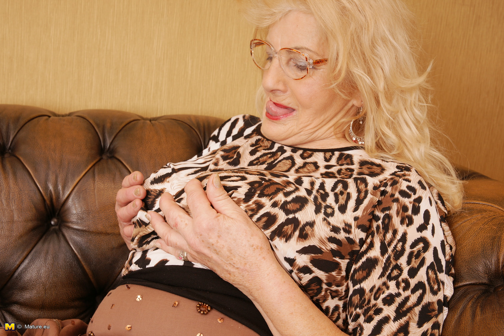 ugly 70 years old bookworm searches for some young guy to fuck her old pussy