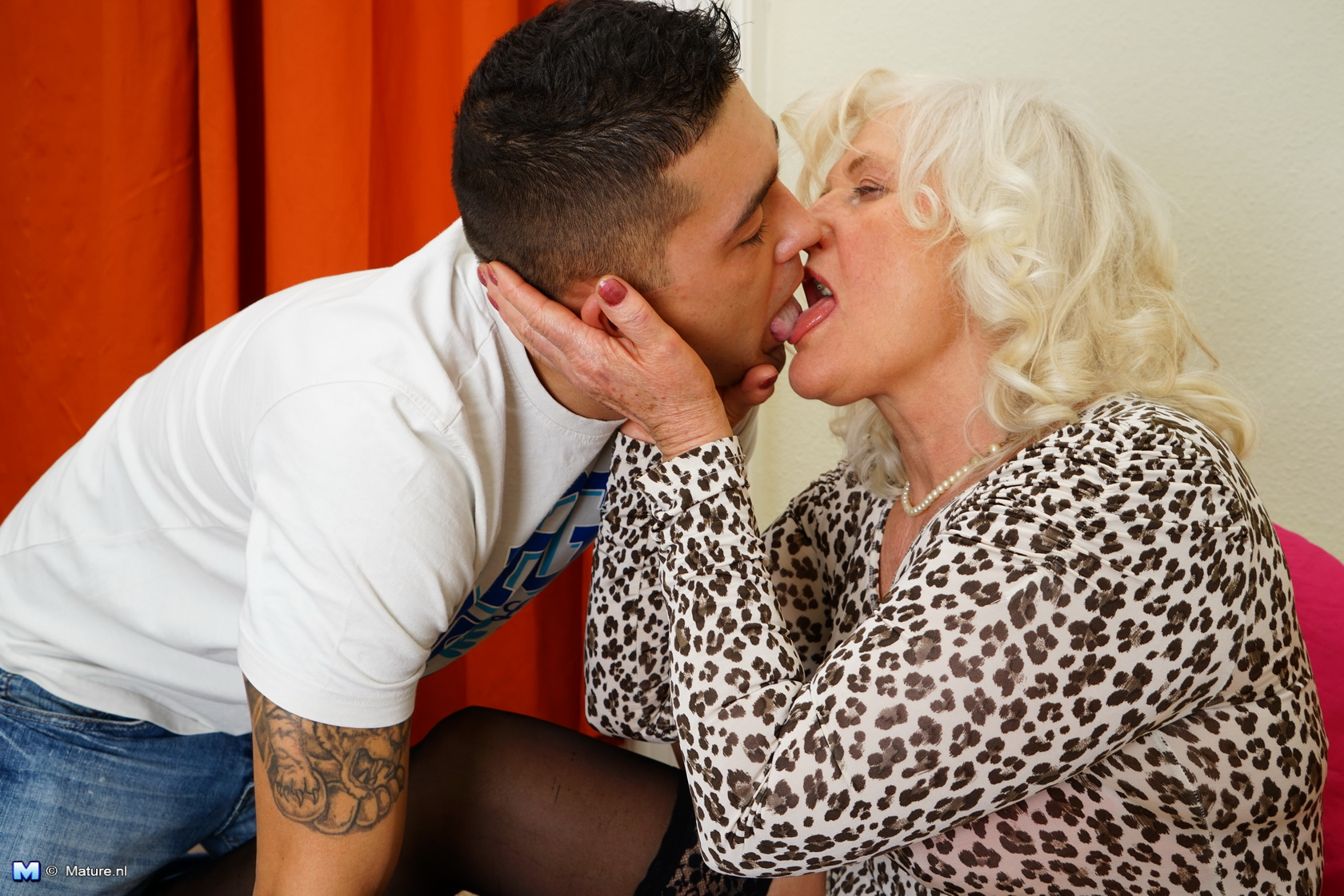 70 years old ugly granny gives a unforgetable blowjob to her grandsun and swallows all
