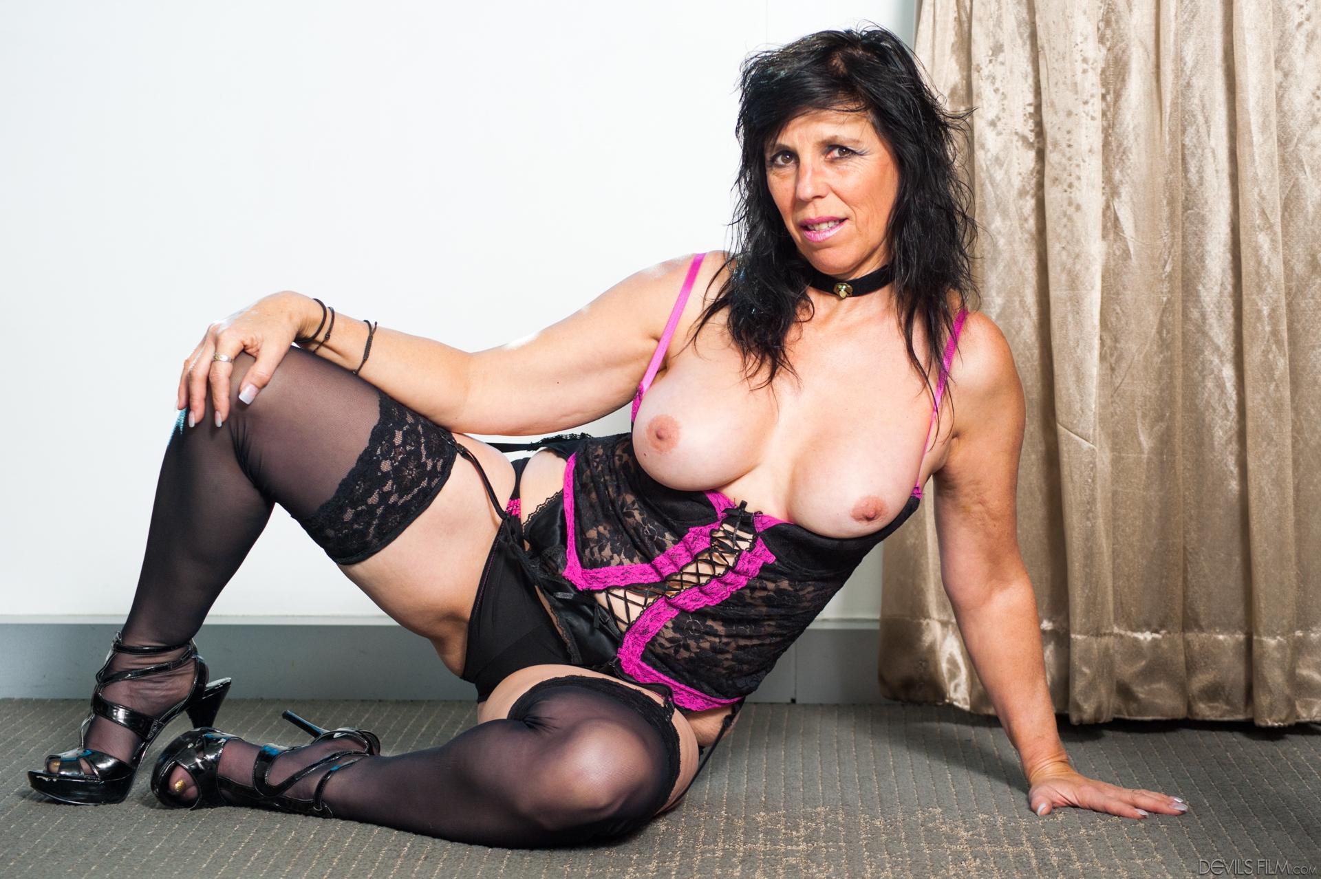 Todays update – raven flight granny fuck, oma pulls her lingerie to seduce her stepsun