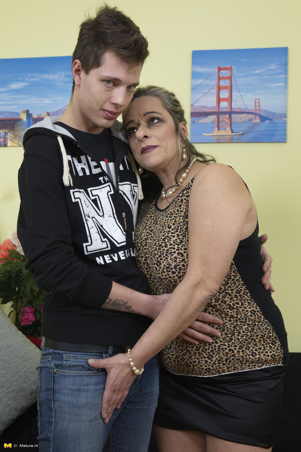 Grandmom loves it doggystyle – 18 years old guys is taking oma from behind without using condom
