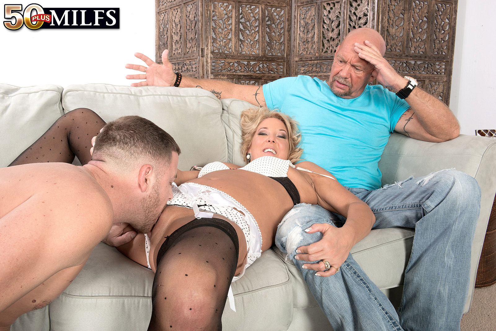 granny mia morgan feeling her first new cock after 30 years of marriagen