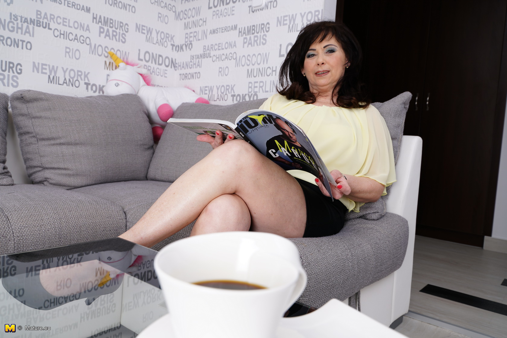 Experienced 64 years old golden ager girl opens her legs wide open