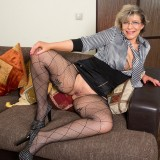 swinger granny in crouchless stockings #10_thumb