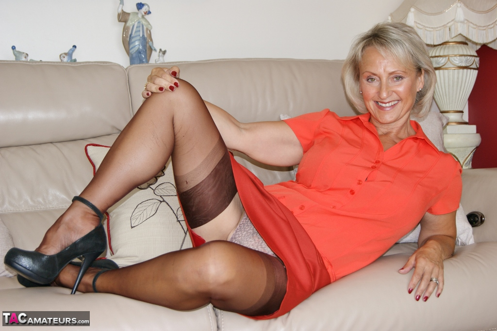 British swinger granny sugarbage fingering her ass and getting off at home #1