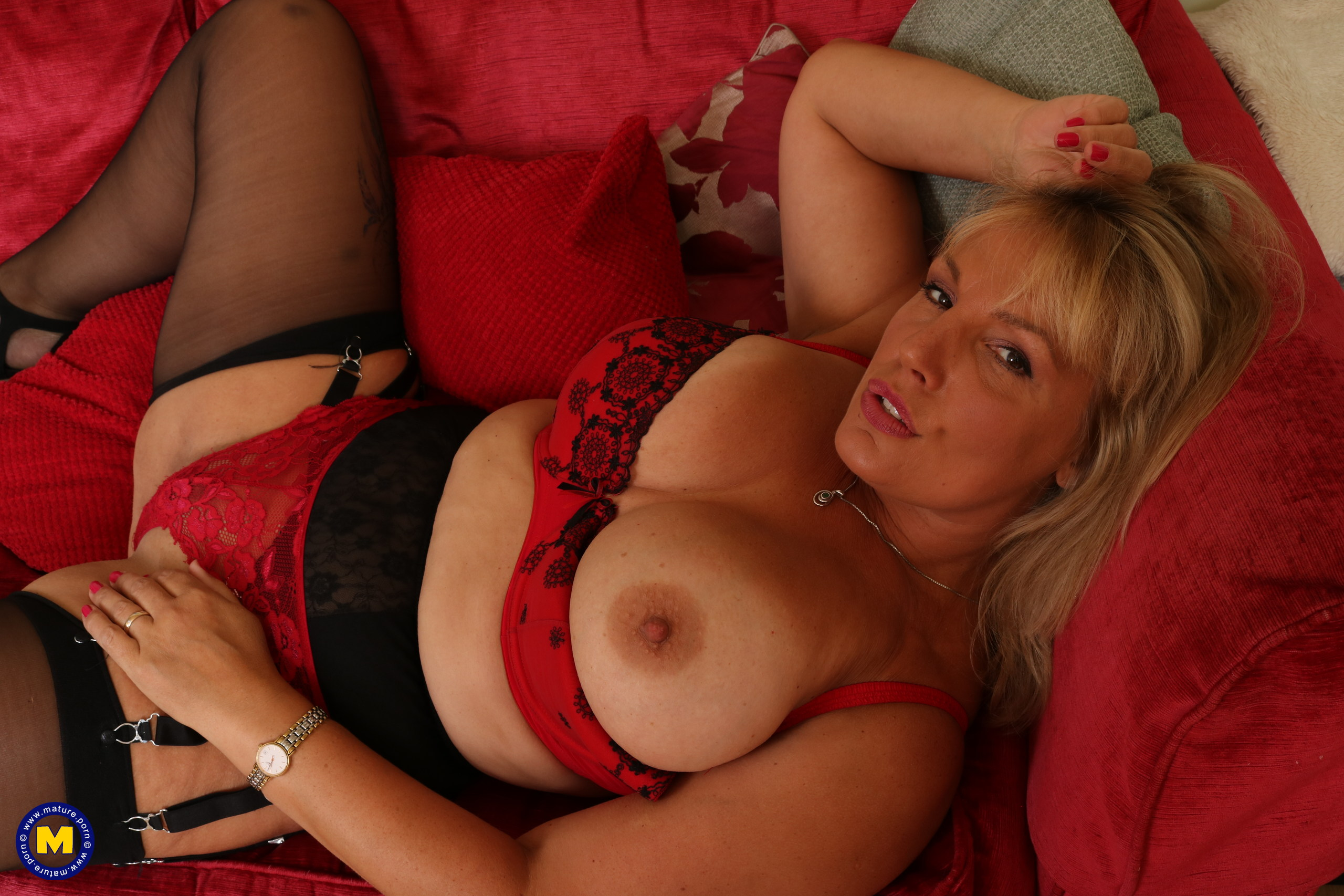 lucious chubby 55 years old granny mom with useful cunt waits for a refill #1