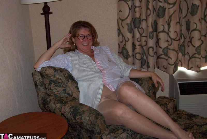 american swingergranny devlyyn flashing her old used twat - great selfies picture 2
