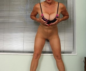 posh granny Molly posing in superb stockings and fucking herself thru nylons