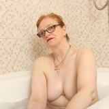 grandmother fiona is take a bath picture 7