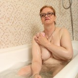 grandmother fiona is take a bath picture 9