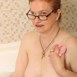 grandmother fiona is take a bath picture 6