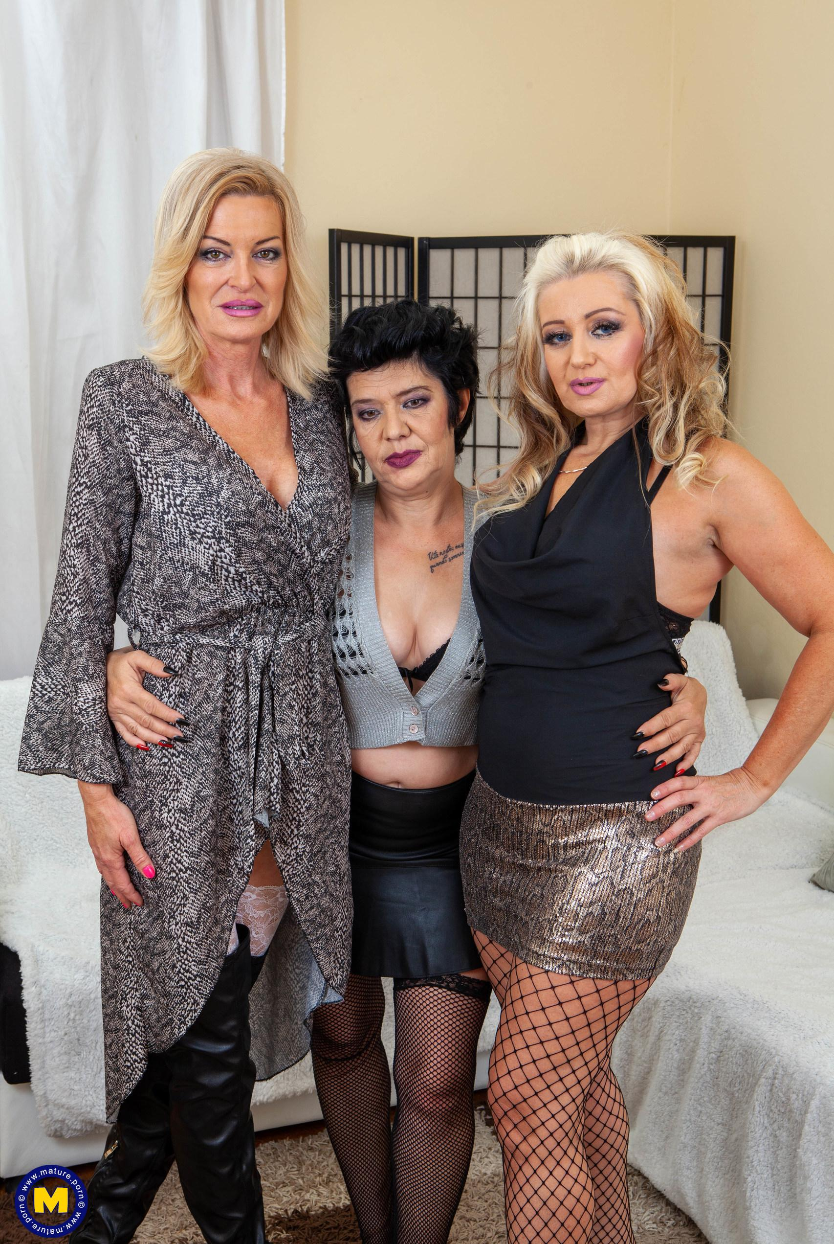 3 angels suck charlie in the nursing home picture 2